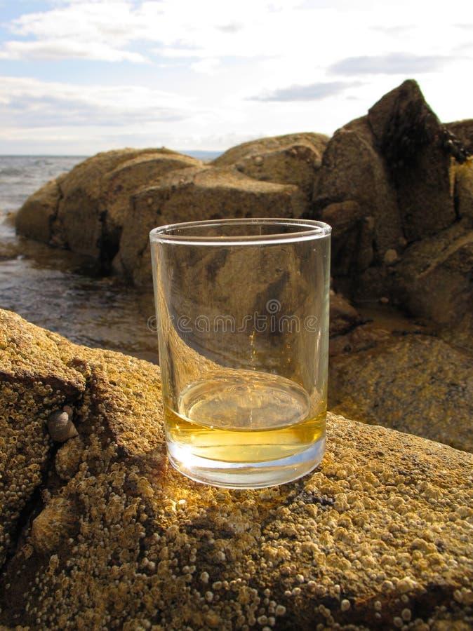 Whisky escocés en el retruécano de las rocas fotografía de archivo libre de regalías
