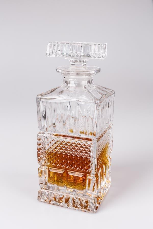 Whisky i den härliga glasflaskan, rom, bourbon, konjak, konjak, glasföremål royaltyfri fotografi