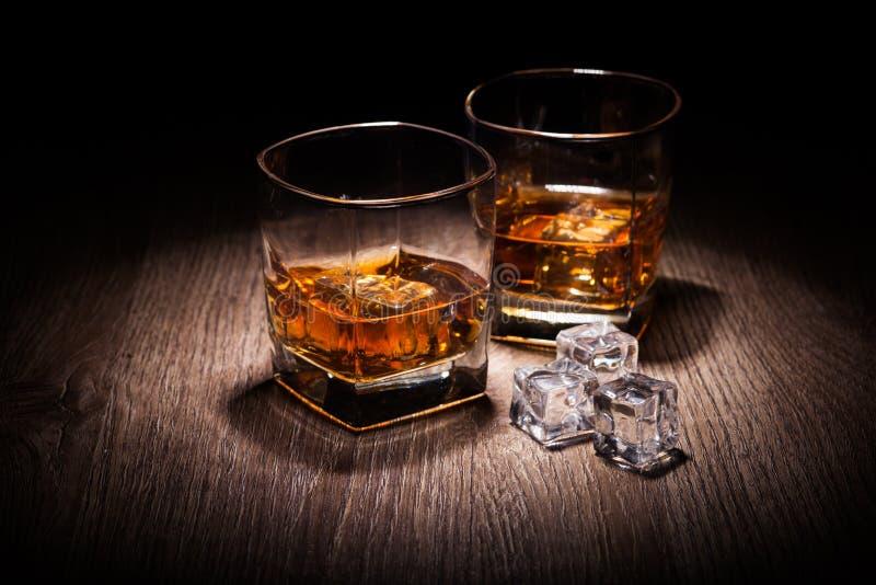 Whisky i exponeringsglas arkivbild