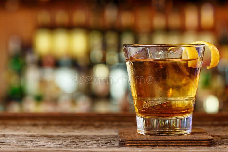 Whisky med likörcoctailen royaltyfri foto