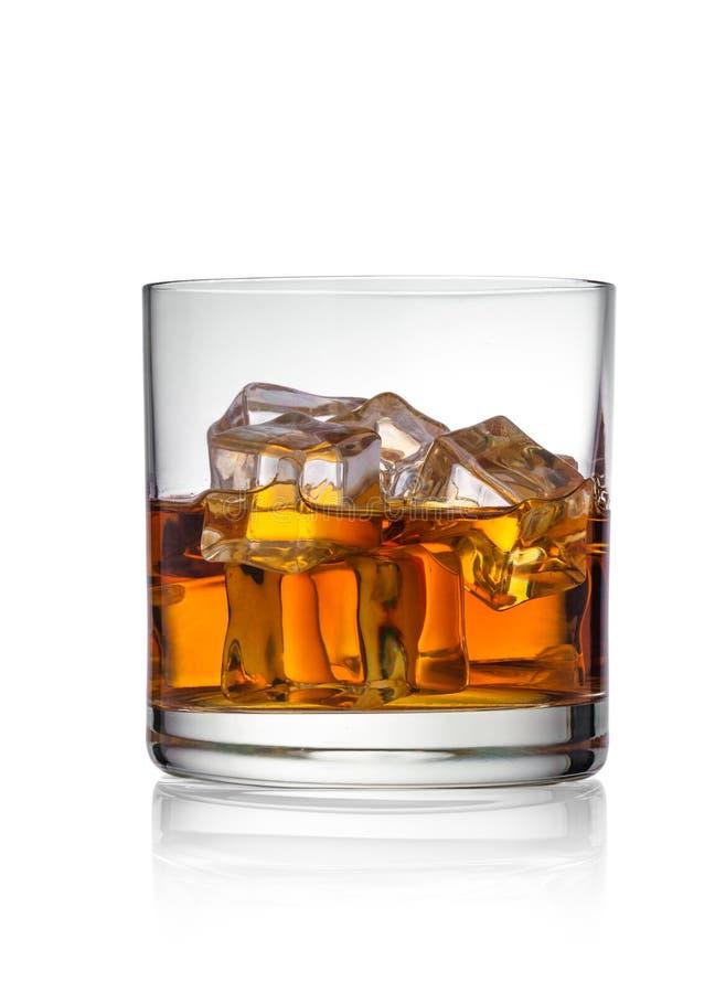 Whisky mit Eis lizenzfreies stockfoto