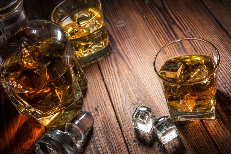 Whisky napoje na drewnie fotografia royalty free