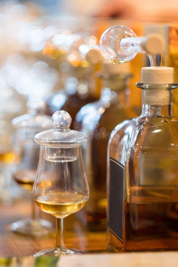 Whisky-oder Whisky-Probieren stockbilder