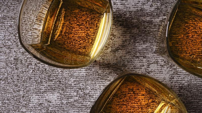 Whisky, ontspanning, zaken, binnen, venster, afwezigheid, anticiperen royalty-vrije stock afbeeldingen