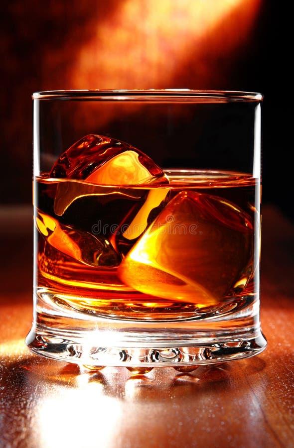 Whisky scozzese su una tabella immagini stock libere da diritti