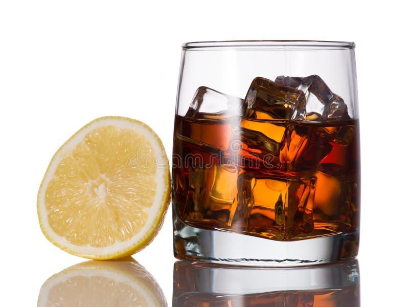gelb whisky reflexion schmelzen zitrone eis glas greller glanz getr nk kognak. Black Bedroom Furniture Sets. Home Design Ideas