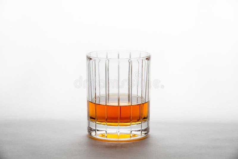 Whisky w ciącym szkle zdjęcia royalty free