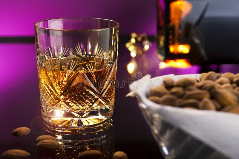 Whisky z migdałami obraz royalty free