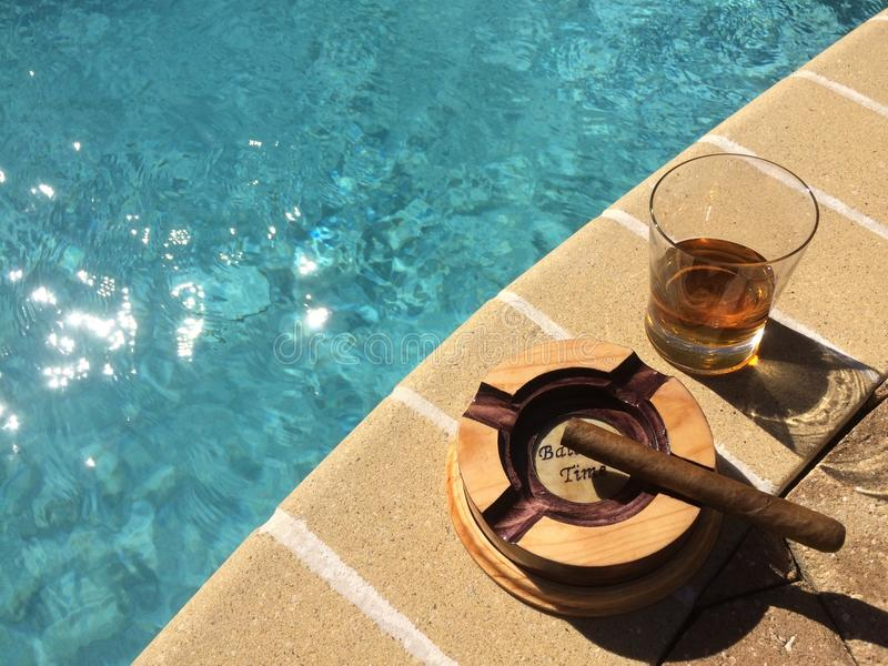 Whisky, Zigarren und Sonnenschein stockfoto