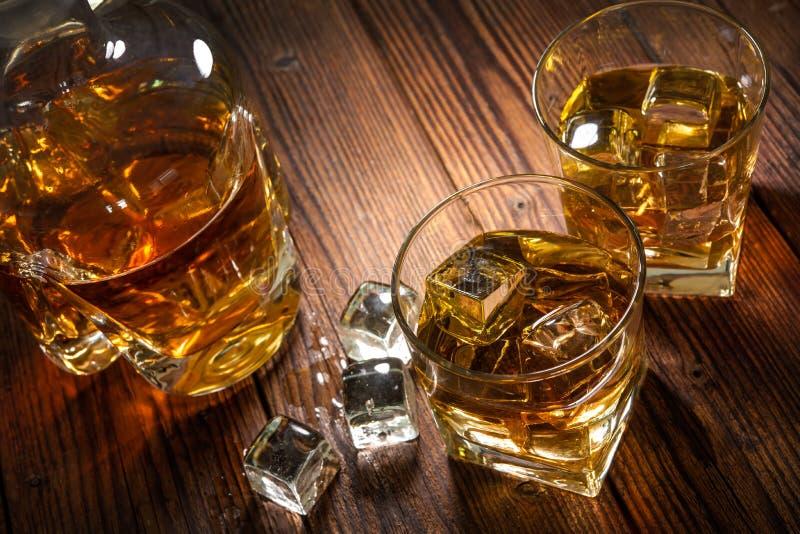 Whiskydranken op hout royalty-vrije stock foto