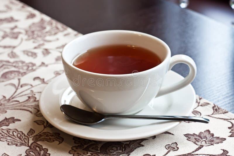whit чая поддонника чашки стоковые изображения