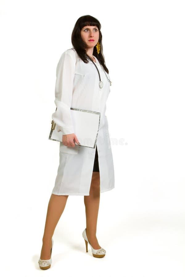 Whit fêmea do doutor uma prancheta imagens de stock