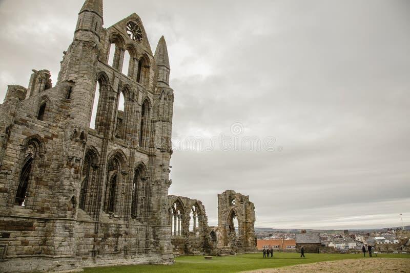 Whitby Abby, Yorkshire, Inglaterra - as sobras fotos de stock