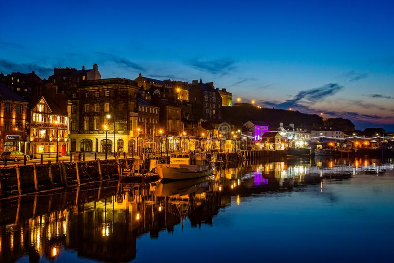 Whitby-Hafen nachts lizenzfreie stockfotografie