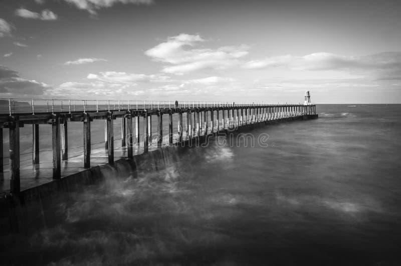 Whitby Harbour Pier imágenes de archivo libres de regalías