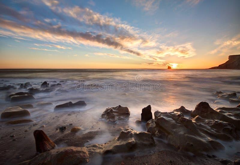 Whitby North Yorkshire kustsoluppgång royaltyfria foton