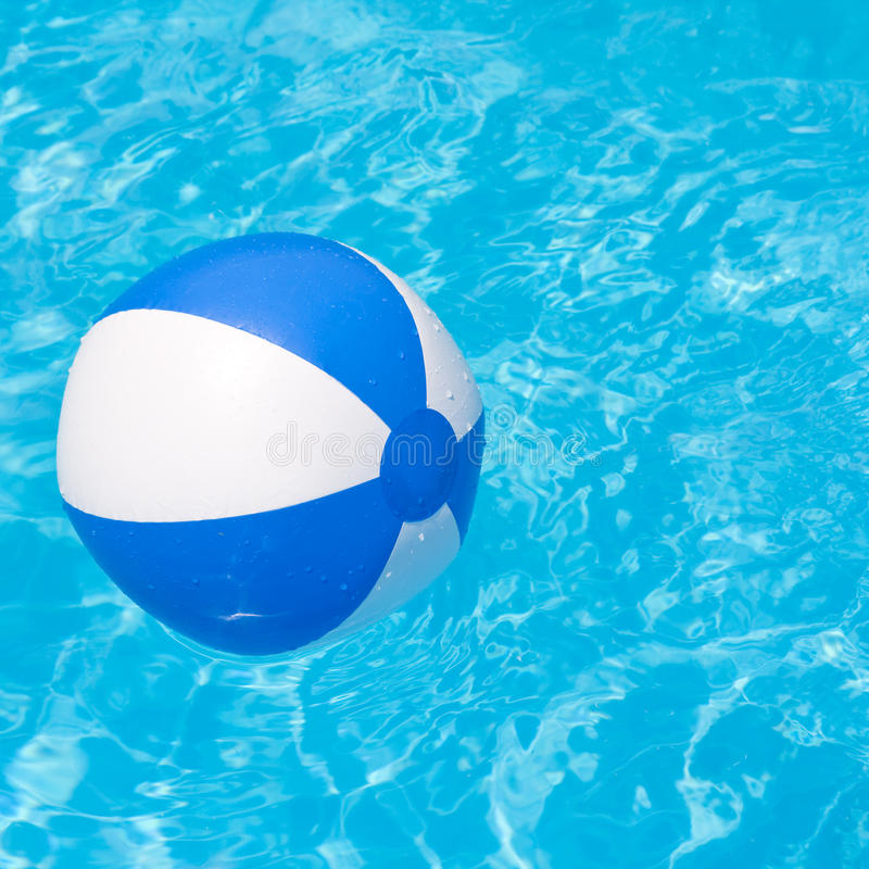 Free White And Blue Beach Ball Stock Images - 33090964