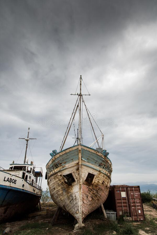 White Blue Boat Free Public Domain Cc0 Image