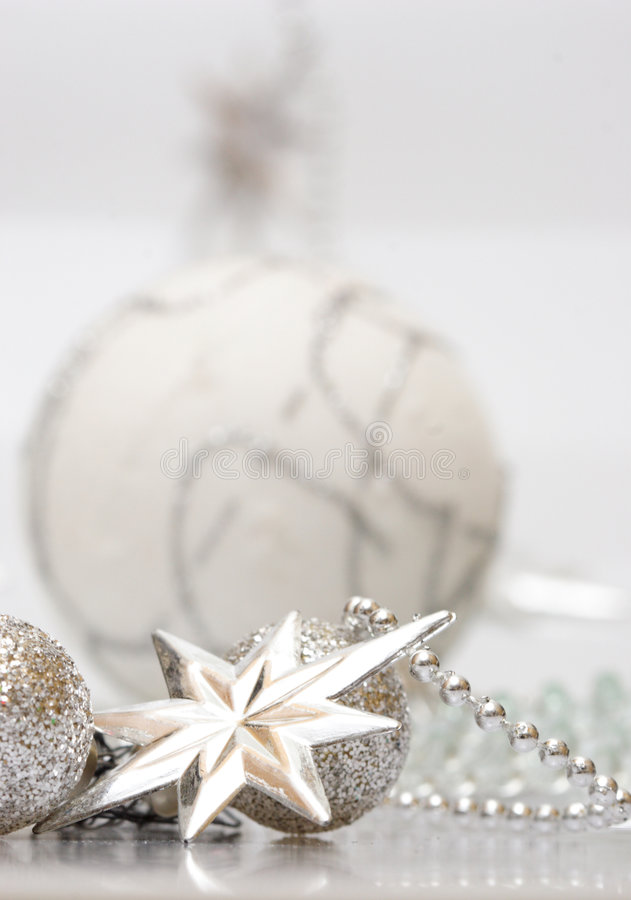Free White Christmas Silver Star And Ball Stock Photography - 1470292