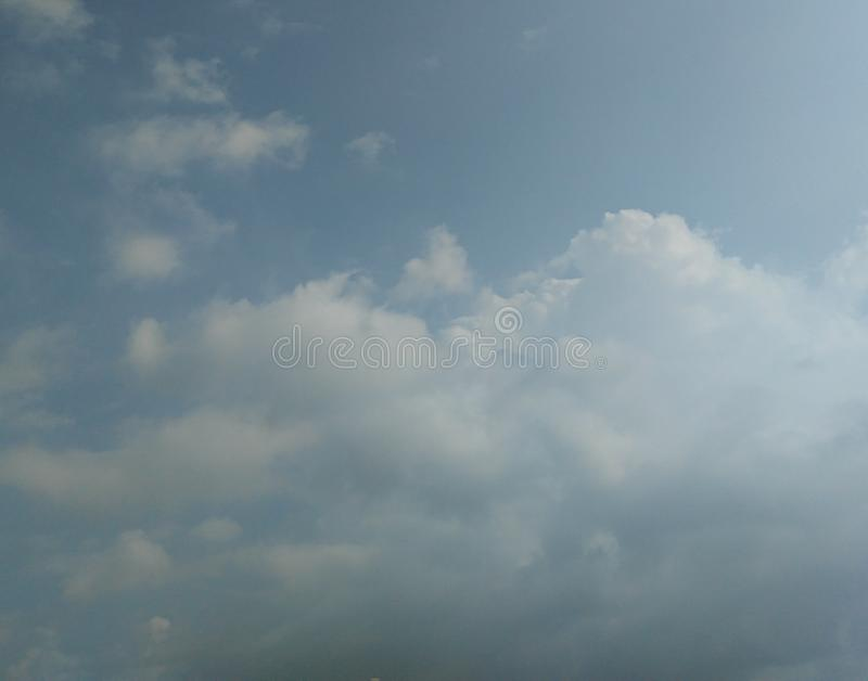 White cloud in the blue sky, cloudscapes, sky photography. Skyer, fluffy, heaven, heavenly, peace, high, cumulus, cumulonimbus, nature, cloudy, day, bright royalty free stock photos