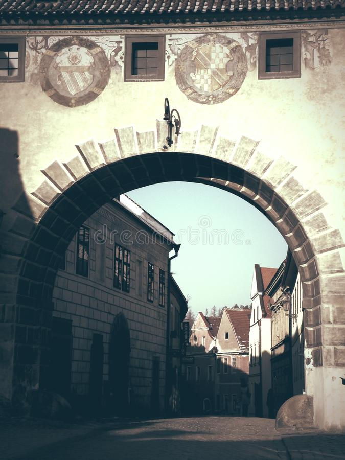 White Concrete Arch Alley During Daytime Free Public Domain Cc0 Image