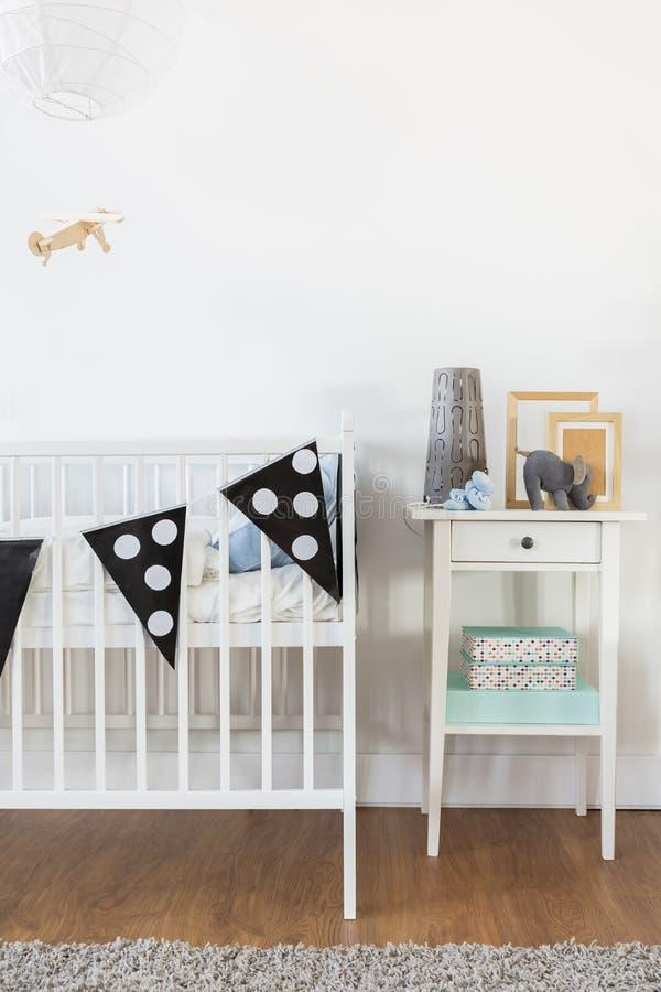 Free White Crib And Nightstand Stock Photo - 64595440