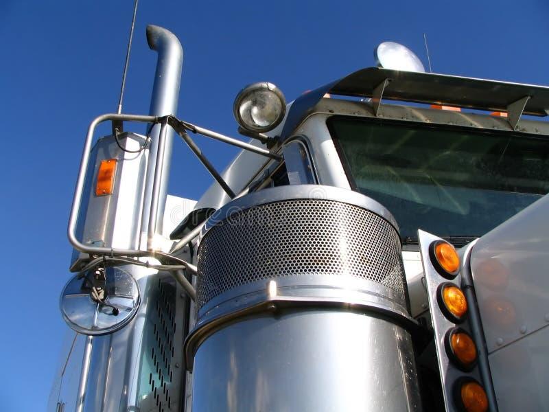 Download White för 2 lastbil fotografering för bildbyråer. Bild av rök - 286097