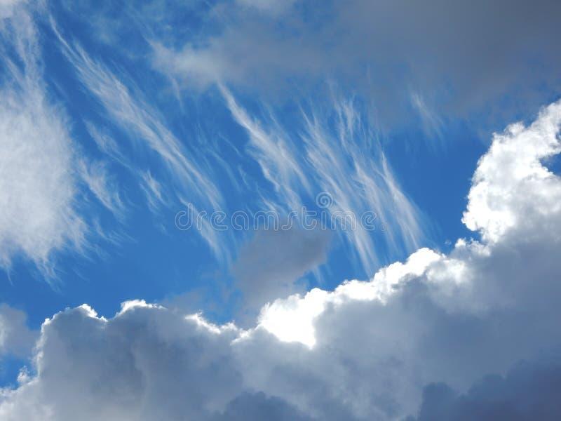 white för avstånd för sky för blå oklarhetskopia fluffig arkivfoto