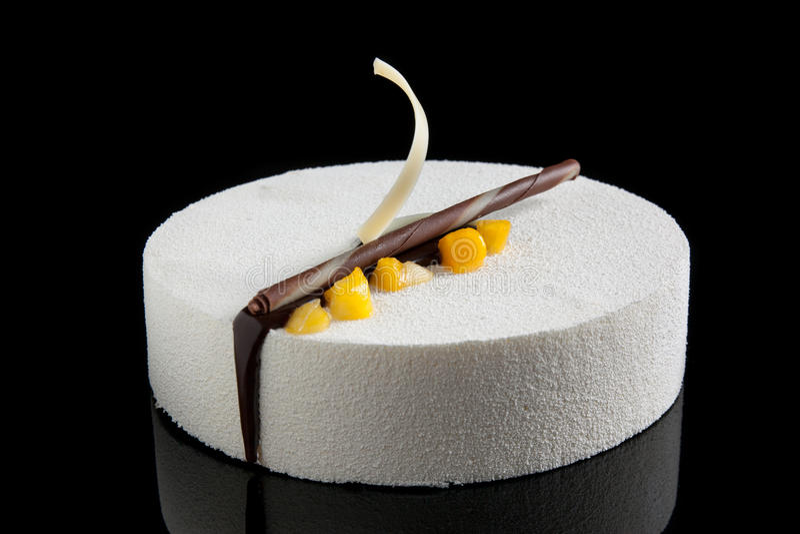 white för chokladmangomousse royaltyfria bilder