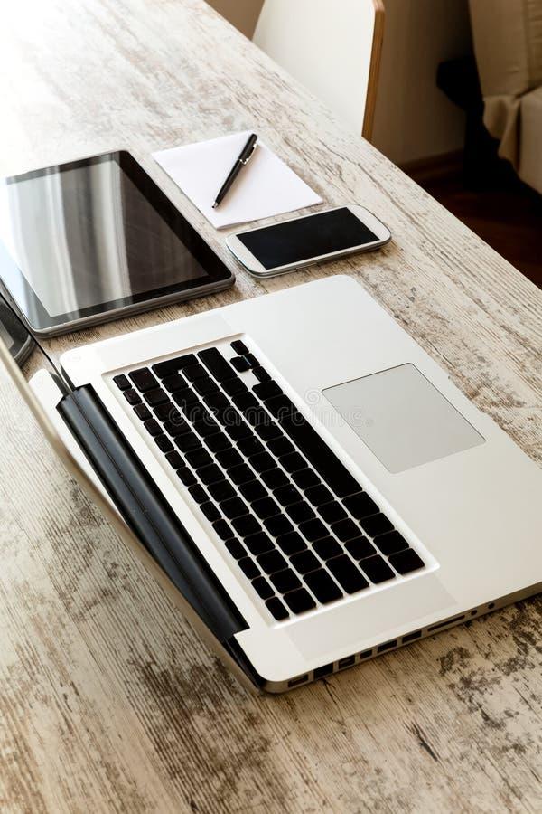 white för illustration för bakgrundsdesignapparater digital royaltyfri foto