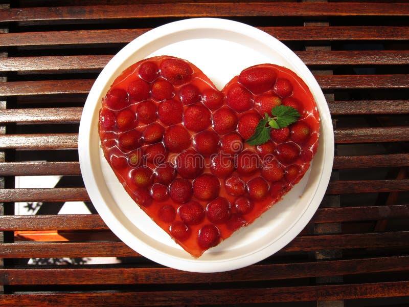 white för jordgubbe för bakgrundscake platta tjänad som arkivfoton