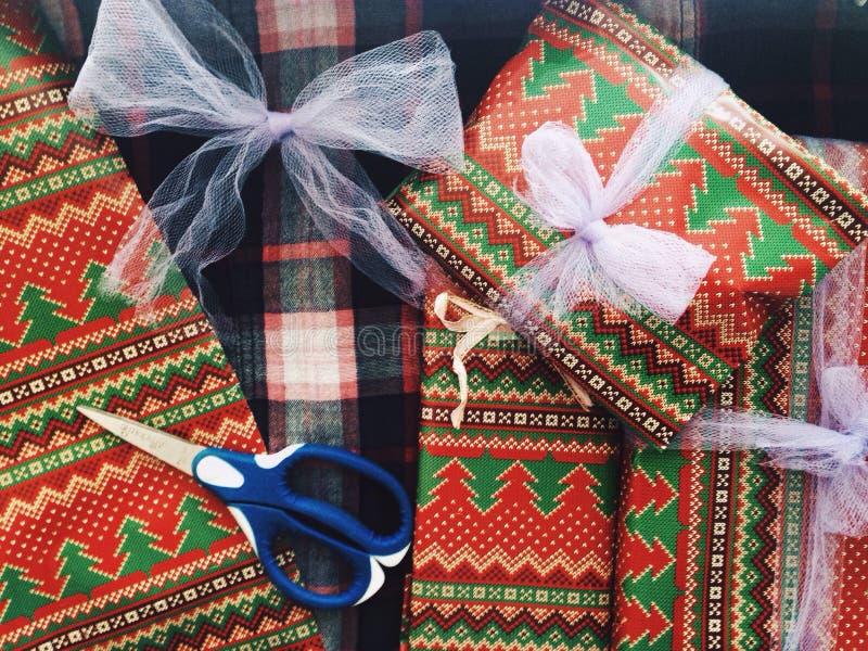 white för julgåvaisolering arkivbild
