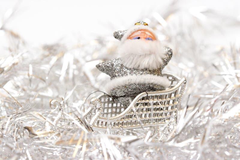 white för julsanta silver arkivbilder