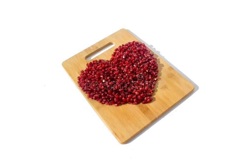 white för pomegranate för bakgrund frukt isolerad röd Mogen vegetarisk mat Hjärta av sött saftigt nytt organiskt kärnar ur träbak arkivbilder