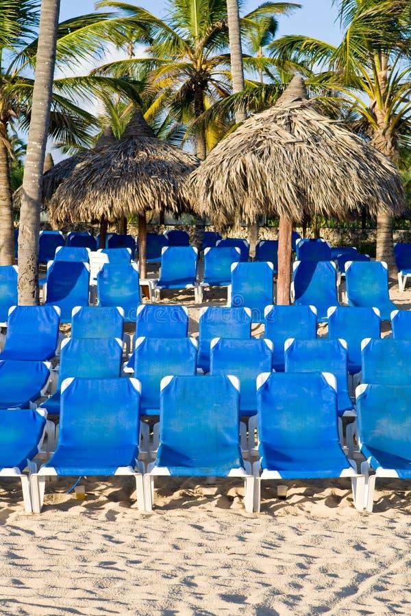 white för sand för blåa vardagsrumar för strand plastic arkivfoton
