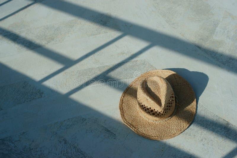 white för sugrör för bana för bakgrundsclipping hatt isolerad royaltyfri foto