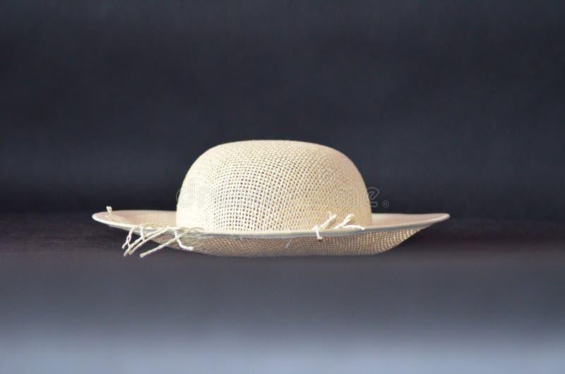 white för sugrör för bana för bakgrundsclipping hatt isolerad royaltyfria foton