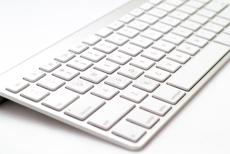 white för tangentbord för framdel för djupfältfokus grund arkivfoton