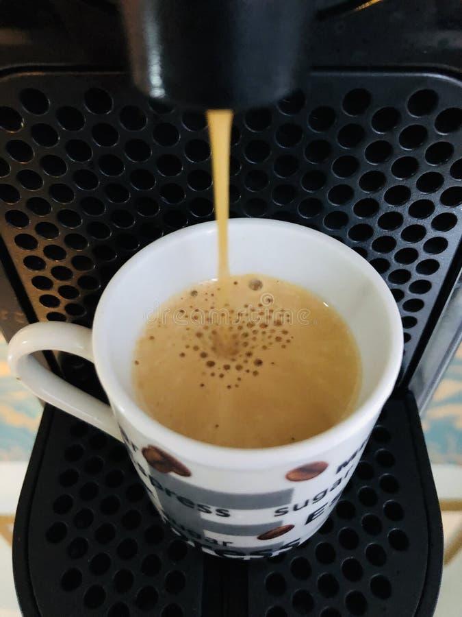 white f?r bana f?r bakgrundskaffekopp espresso isolerad arkivbild