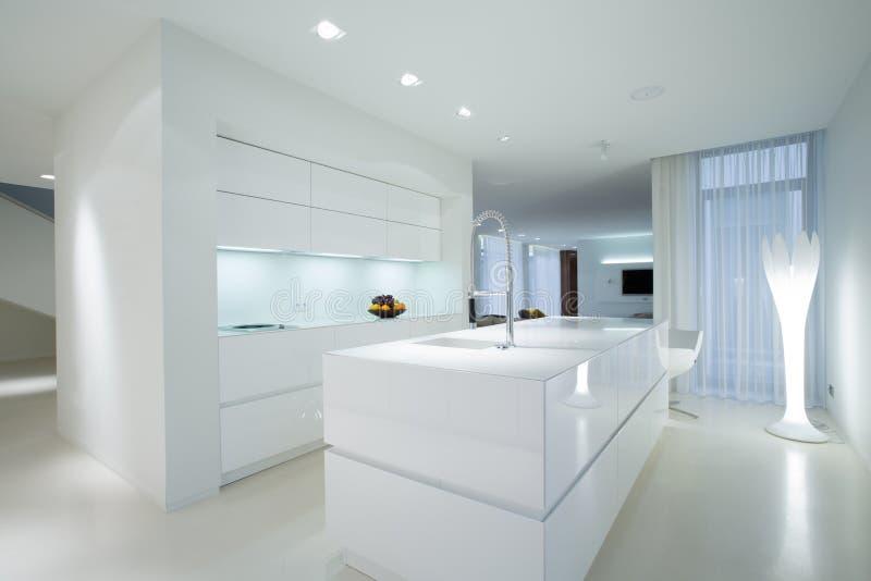 White gleaming kitchen royalty free stock photo
