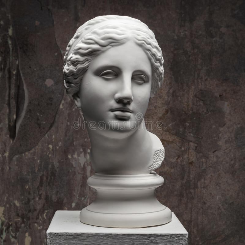 Free White Marble Head Of Young Woman. Statue Art Sculpture Of Stone Face. Ancient Beautiful Woman Monument Royalty Free Stock Photo - 141891645