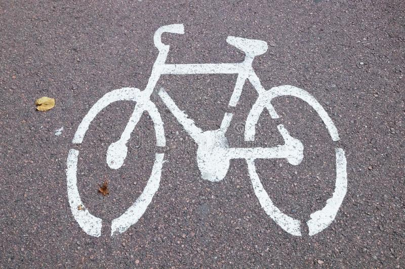 White picture bike on the bicycle path. Bicycle road sign on asphalt royalty free stock images