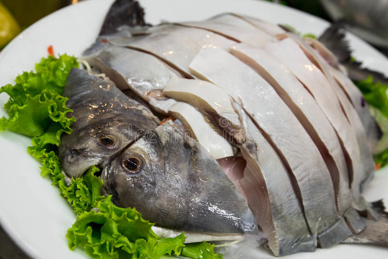 how to cut pomfret fish