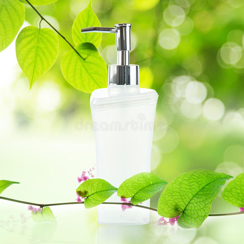 Free White Pump Bottle Royalty Free Stock Photography - 39041567