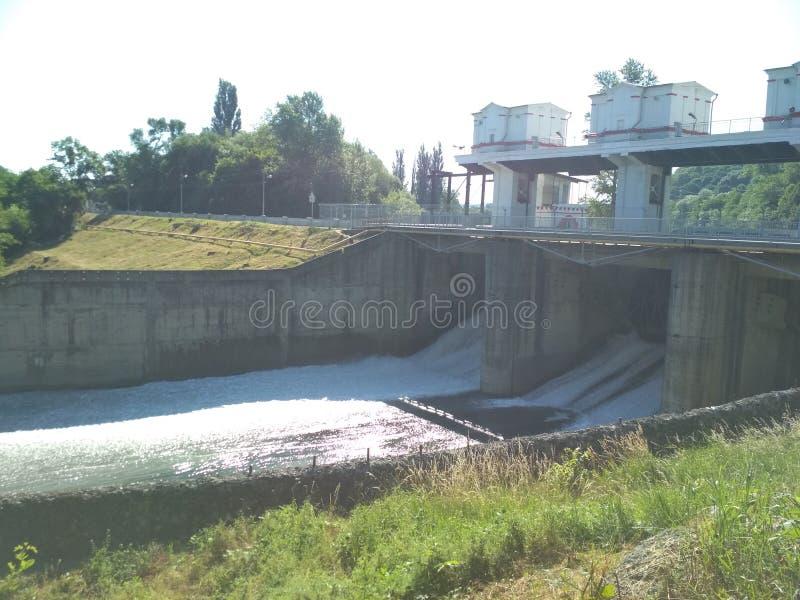 White River, die Stadt von Maykop, Adygea-Republik hydroelektrisch lizenzfreie stockbilder