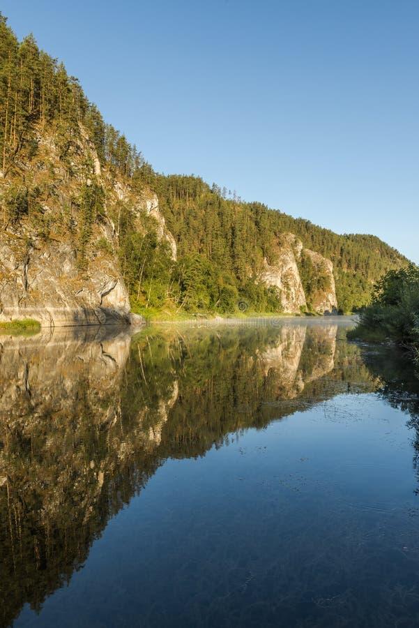 White River i de Ural bergen royaltyfri fotografi