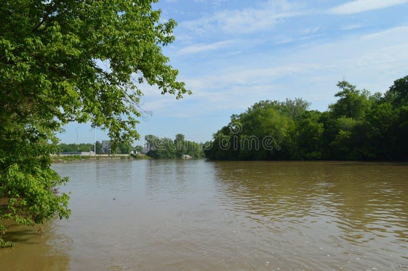 White River Indianapolis Indiana Muddy Bank lizenzfreie stockfotografie