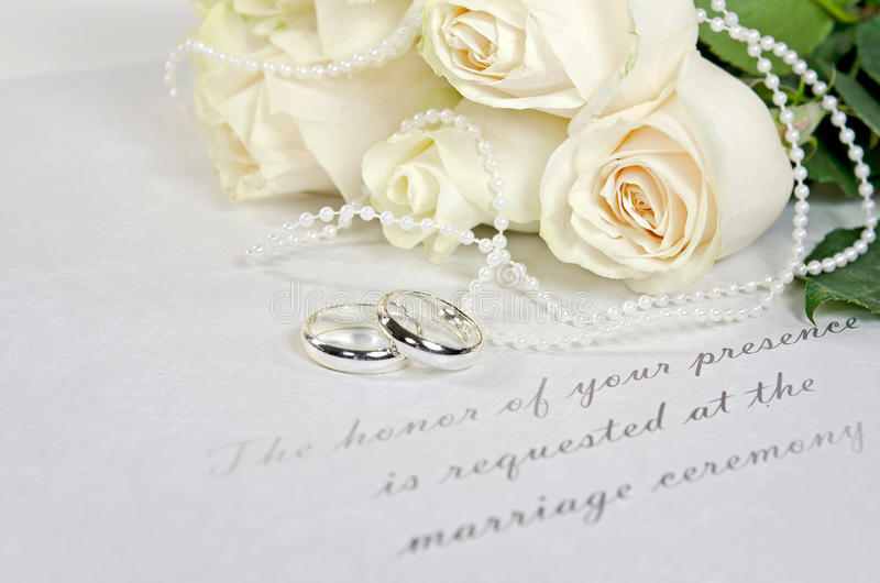 White rose bouquet and wedding rings royalty free stock photo