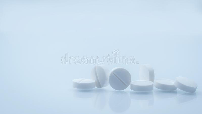 7 white round tablets pill on white background with beautiful and unique pattern with copy space. Global healthcare. Concept. Background for pharmacy drugstore royalty free stock image