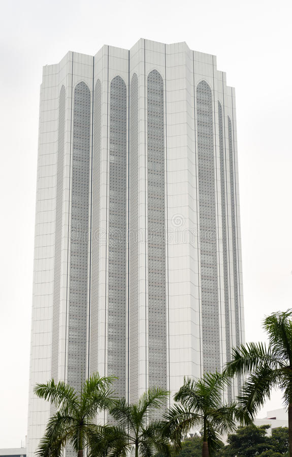 Free White Skyscraper Under Green Palms Royalty Free Stock Image - 34760476
